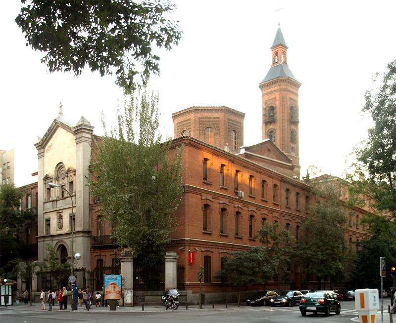 San Pedro de los Naturales y su iglesia anexa, la parroquia de los Dolores