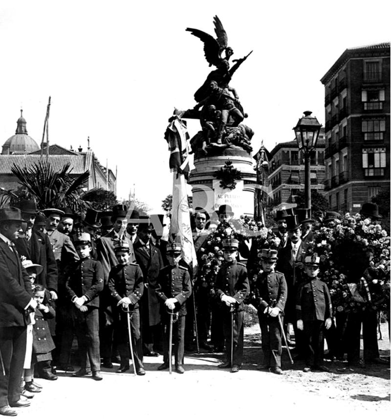 Monumento al Pueblo del 2 de Mayo en la glorieta de San Bernardo. 1910