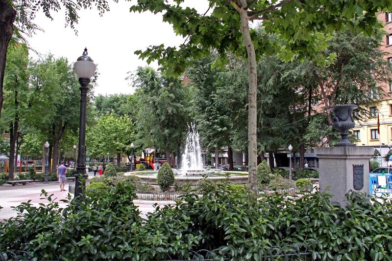 Plaza del Conde de Valle de Sъchil