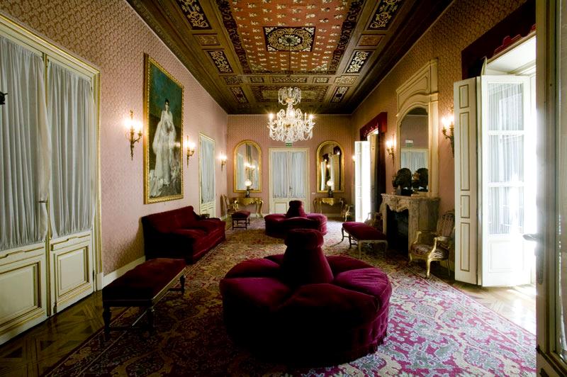 Saloncito en el palacio de los Bauer
