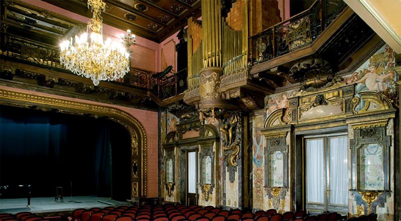 Salуn de mъsica y teatro en el palacio de los Bauer