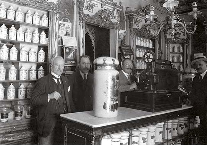 La farmacia Deleuze a principios del siglo XX
