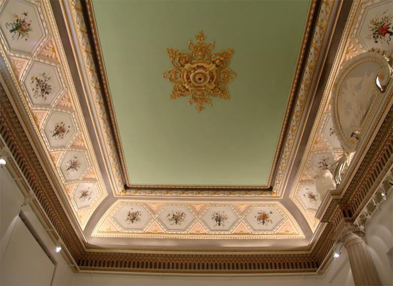 Detalle de uno de los salones del palacio de Altamira