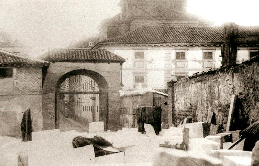 Convento de Maravillas y ruinas de Monteleуn. 1868