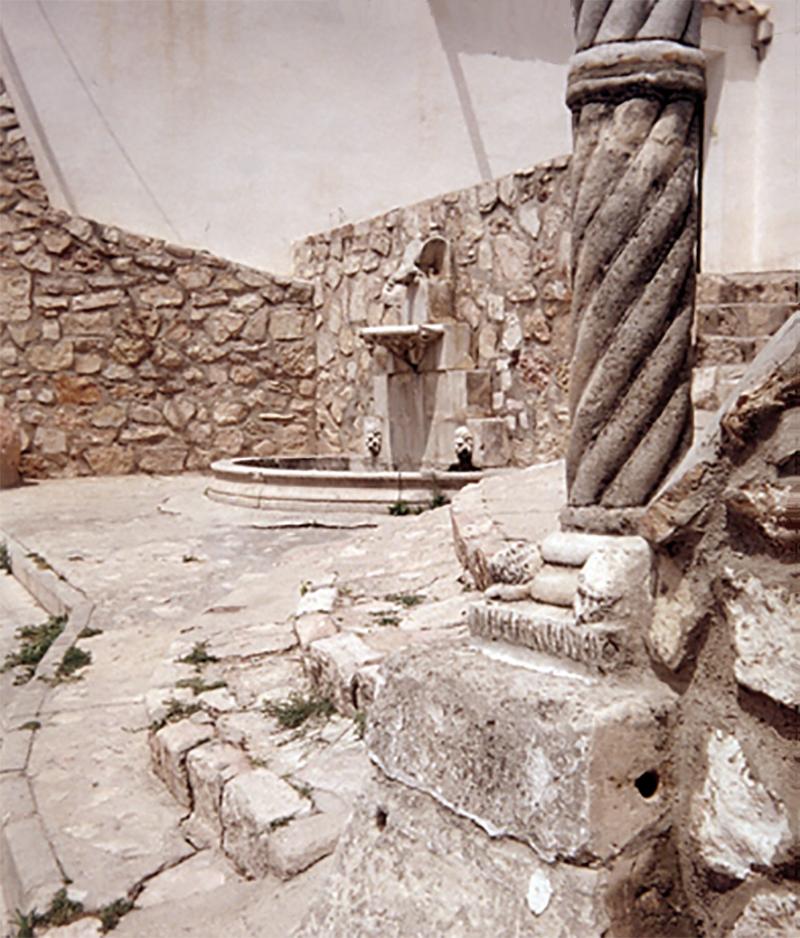 La Fuente del Moco en la calle del Caсo antes de la ъltima reforma