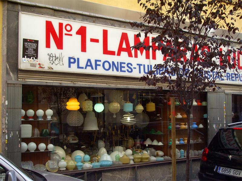 Calle De La Puebla Especializada En Lamparas